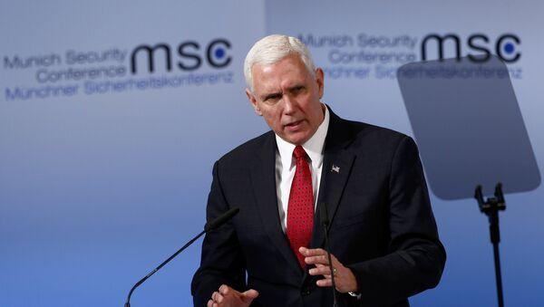 Vicepresidente de EEUU, Mike Pence, durante la conferencia de Munich - Sputnik Mundo