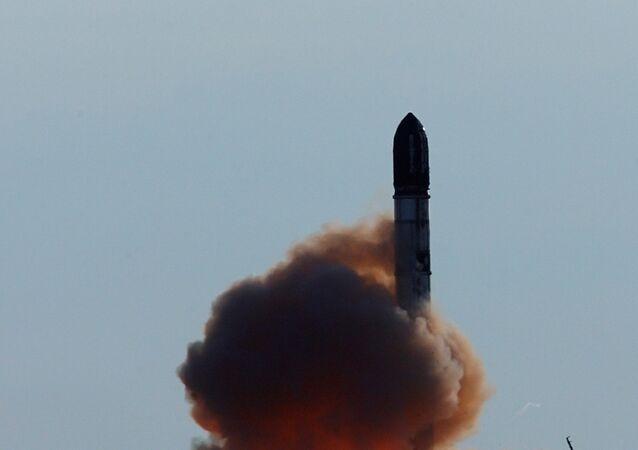 Lanzamiento de un misil balístico intercontinental R-36M (archivo)