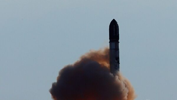 Lanzamiento de un misil balístico intercontinental R-36M (archivo) - Sputnik Mundo