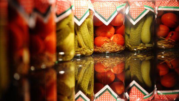 Tarros de conservas de Rusia en una exhibición internacional de alimentos - Sputnik Mundo
