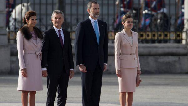 Los Reyes de España reciben a Mauricio Macri con los máximos honores - Sputnik Mundo