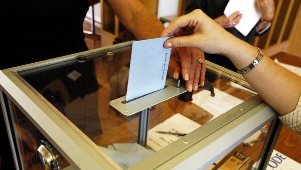 Persona votando - Sputnik Mundo