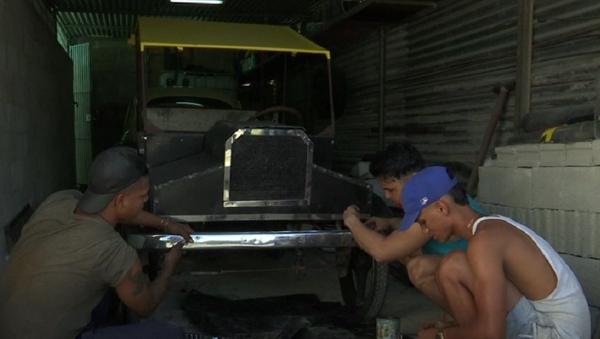 Jóvenes cubanos crean una réplica del legendario Ford T - Sputnik Mundo