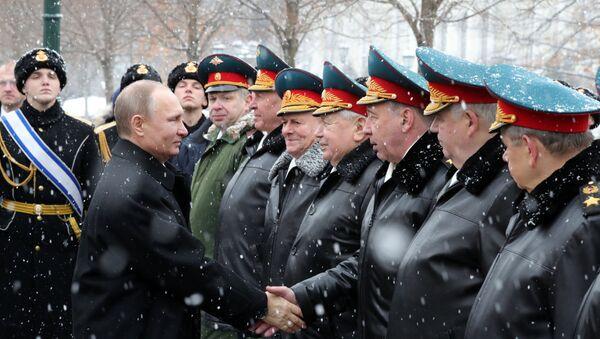 Церемония возложения венка к Могиле неизвестного солдата в День защитника Отечества - Sputnik Mundo
