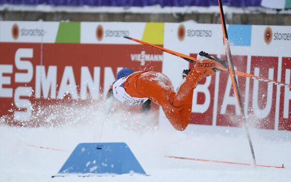 Adrian Solano cae durante Campeonato Mundial de Esquí Lahti 2017, llevado a cabo en Suecia - Sputnik Mundo