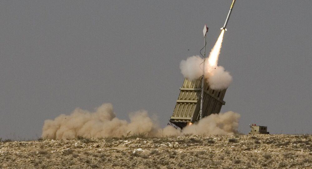 Misil lanzado por el sistema de defensa aérea israelí Cúpula de Hierro