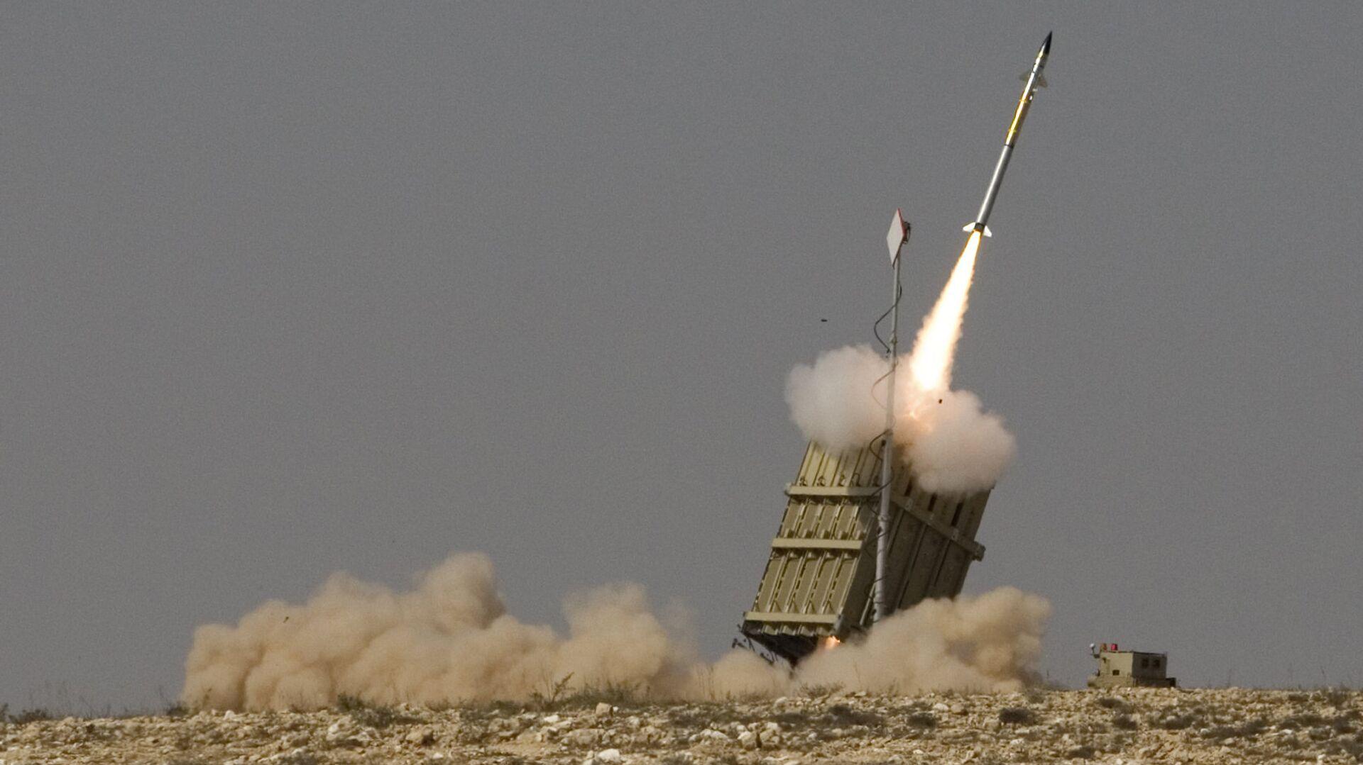 Misil lanzado por el sistema de defensa aérea israelí Cúpula de Hierro (Iron Dome) - Sputnik Mundo, 1920, 15.09.2021