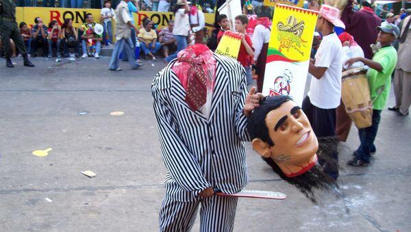 Hombre disfrazado de decapitado en el carnaval de Barranquilla - Sputnik Mundo