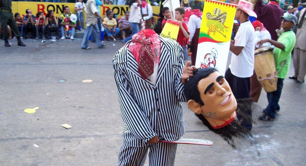 Hombre disfrazado de decapitado en el carnaval de Barranquilla