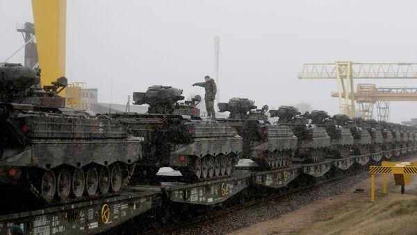 El último lote de vehículos militares de Alemania ha llegado a Lituania - Sputnik Mundo