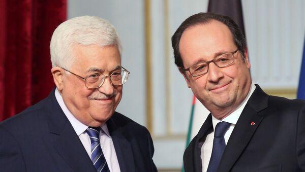 El presidente francés, François Hollande, y el presidente palestino, Mahmud Abbas - Sputnik Mundo
