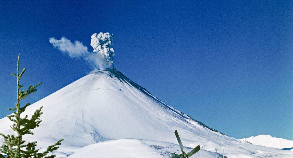 Volcán Kliuchevskói en la región rusa de Kamchatka (archivo)