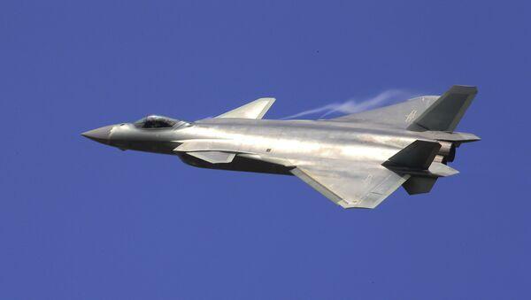 Un caza chino J-20 (archivo) - Sputnik Mundo