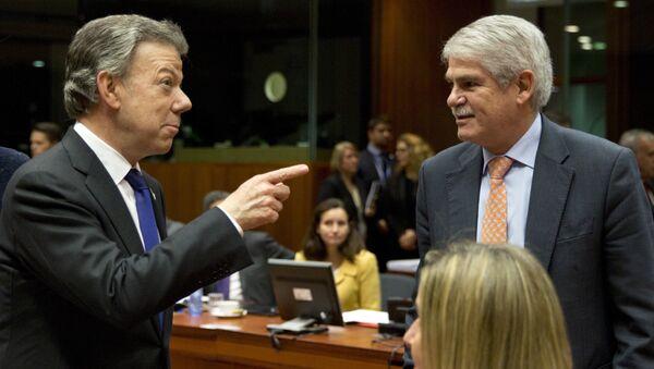 Juan Manuel Santos, presidente de Colombia, con Alfonso Dastis, canciller español - Sputnik Mundo
