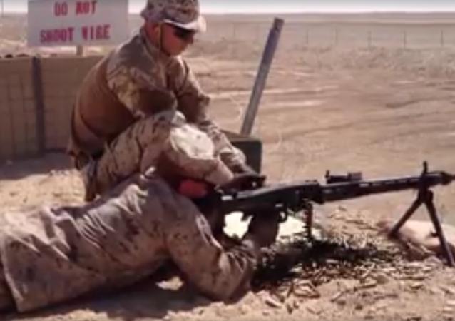 Instructor de la OTAN 'se dispara' con una ametralladora encasquillada