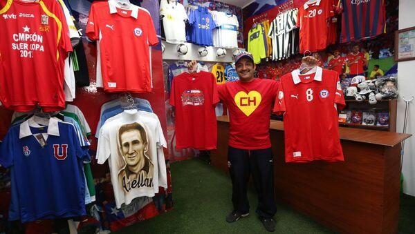 El Chapulín en su tienda de Santiago de Chile - Sputnik Mundo