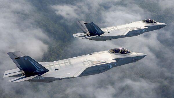 Cazabombarderos de la quinta generación F-35 Lightning II - Sputnik Mundo