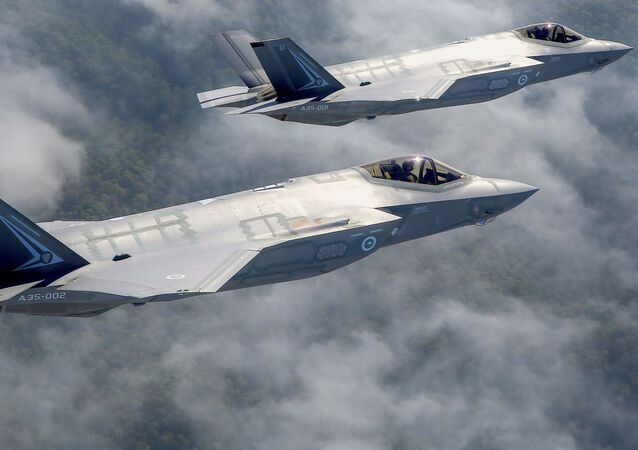 Dos Lockheed Martin Corp F-35 stealth fighter