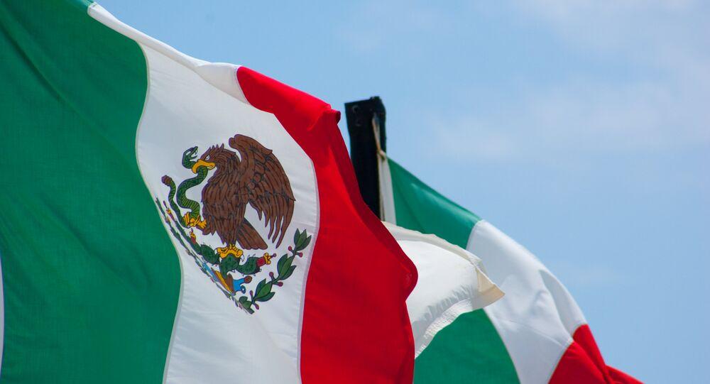 Banderas de México (archivo)