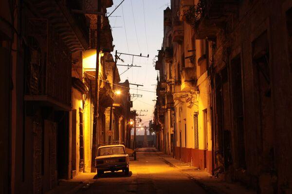 Вечерняя улица в районе Старая Гавана - Sputnik Mundo