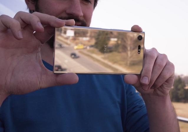 Teléfono inteligente Sony Xperia XZ Premium