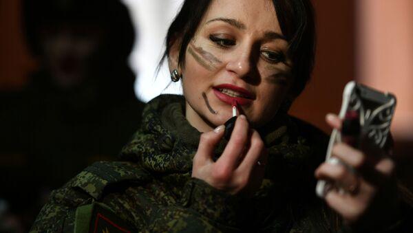 Una participante del concurso de belleza y excelencia profesional 'Maquillaje de camuflaje'. - Sputnik Mundo