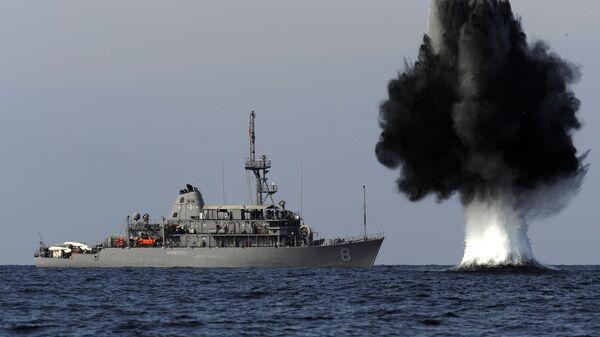 Maniobras navales del buque estadounidense USS Scout en el estrecho de Ormuz - Sputnik Mundo