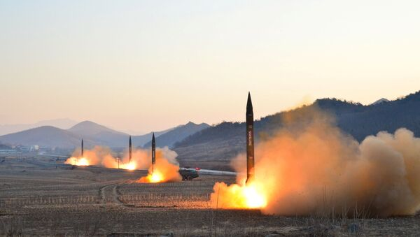 El lanzamiento de misiles balísticos por Corea del Norte - Sputnik Mundo