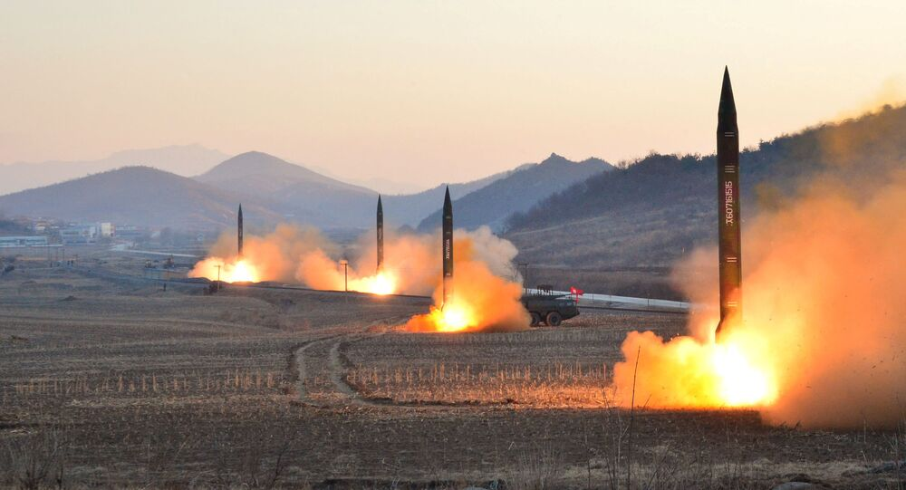 El lanzamiento de misiles balísticos por Corea del Norte (archivo)