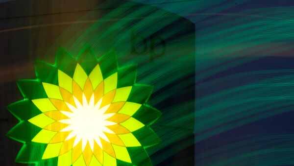 A BP logo is seen at a fuel station of British oil company BP in St. Petersburg, October 18, 2012 - Sputnik Mundo
