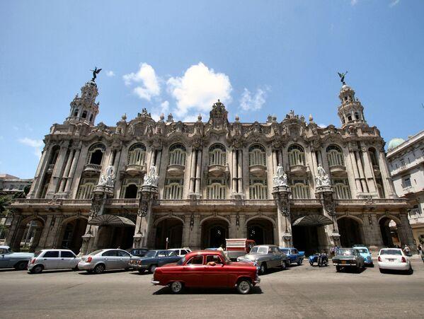 El Gran Teatro de La Habana es la sede del Ballet Nacional de Cuba, una de las principales instituciones culturales de la capital cubana y arquitectónicamente uno de los íconos de la ciudad. Hoy en día, lleva el nombre de Alicia Alonso, la 'prima ballerina' más conocida del ballet cubano. - Sputnik Mundo