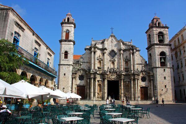 La catedral de La Habana temprano en la mañana. - Sputnik Mundo