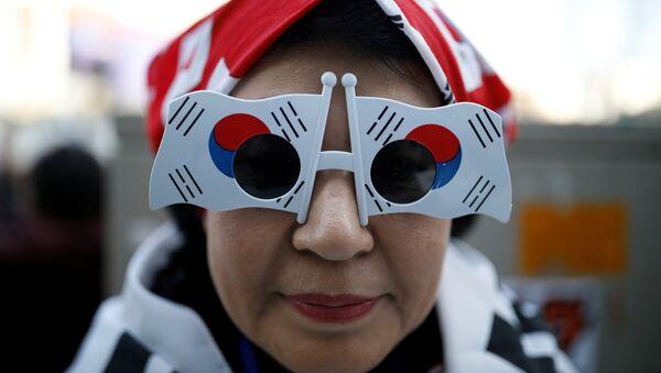 Gafas con forma de banderas de Corea del Sur - Sputnik Mundo