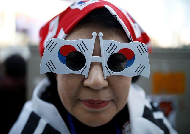 Las gafas en forma de banderas de Corea del Sur (archivo)