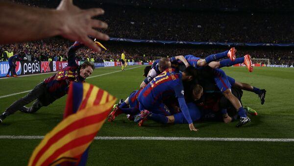 Los futbolistas del FC Barcelona - Sputnik Mundo