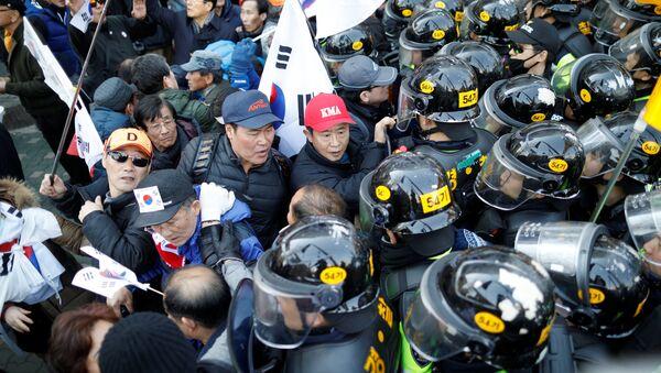 Los protestas en Seúl - Sputnik Mundo