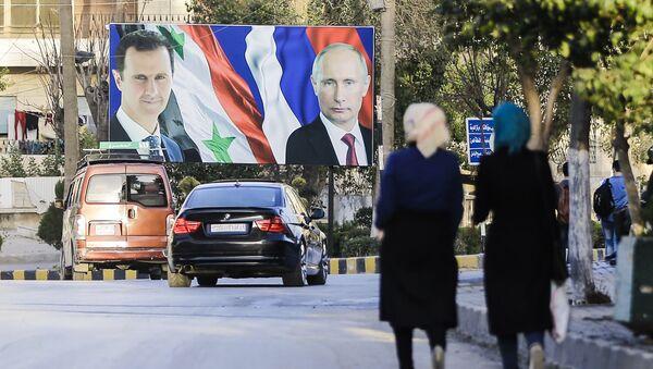 Los retratos de Bashar Asad y Vladímir Putin en Alepo, foto de archivo - Sputnik Mundo