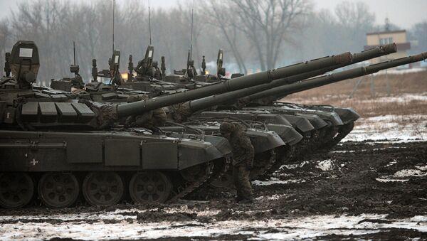 Tanques T-72 del Ejército ruso (archivo) - Sputnik Mundo