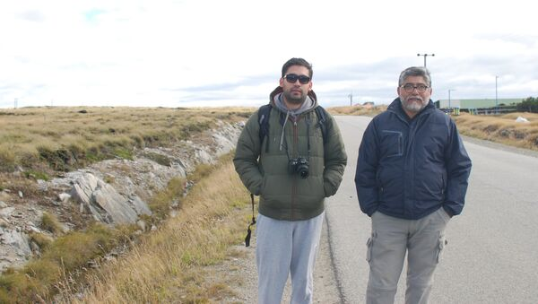 El excombatiente de Malvinas Armando González y su hijo Martín - Sputnik Mundo
