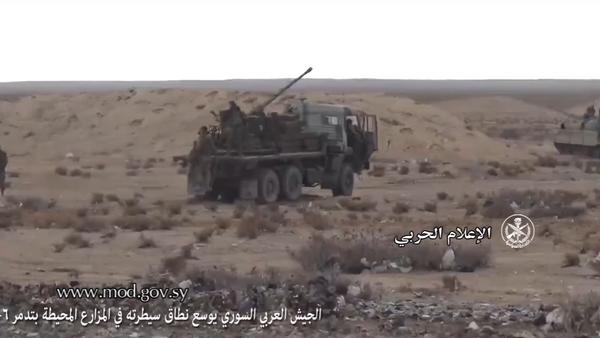 Vídeo: el Kamaz ruso se transforma en un cañón antiaéreo en Siria - Sputnik Mundo