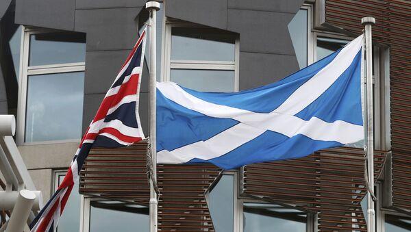 Banderas del Reino Unido y Escocia - Sputnik Mundo