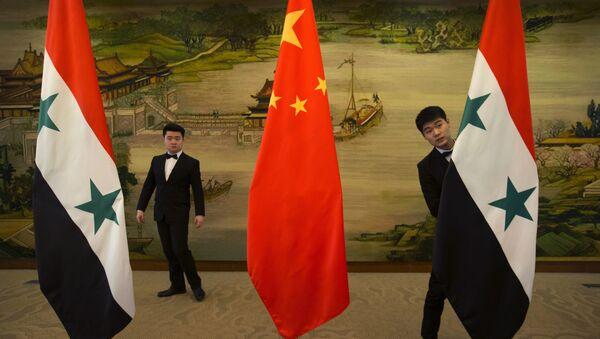Banderas de China y Siria - Sputnik Mundo