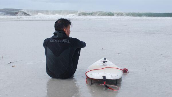 Ezequiel Martel se prepara para surfear en Malvinas - Sputnik Mundo