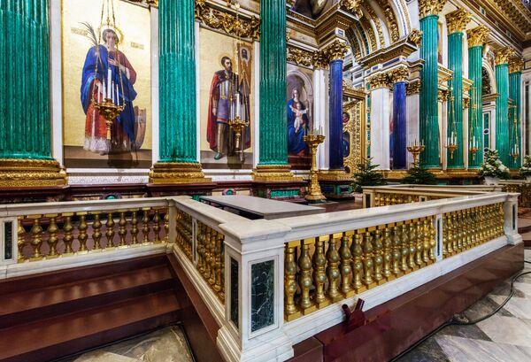 El suntuoso interior de la catedral de San Isaac de San Petersburgo - Sputnik Mundo