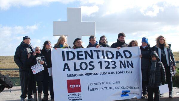 La comitiva argentina en el Cementerio de Darwin - Sputnik Mundo