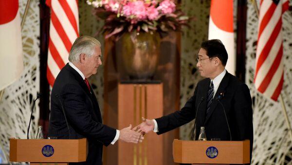 Secretario de Estado de EEUU, Rex Tillerson, y ministro de Exteriores de Japón, Fumio Kishida - Sputnik Mundo