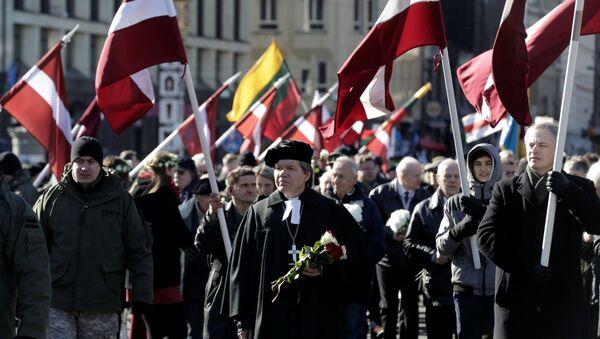 Veteranos de la organización nazi Waffen-SS marchan en Letonia - Sputnik Mundo