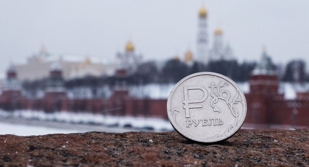 Rublo ruso con la vista del Kremlin de Moscú