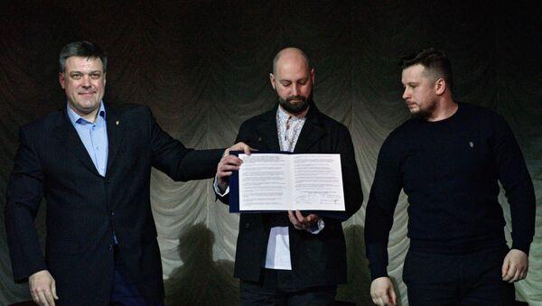 La firma de un manifiesto en Kiev por los nacionalistas - Sputnik Mundo