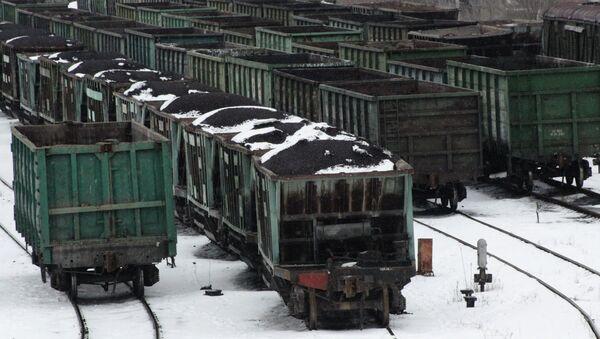 Transporte ferroviario con carbón en Donetsk (archivo) - Sputnik Mundo
